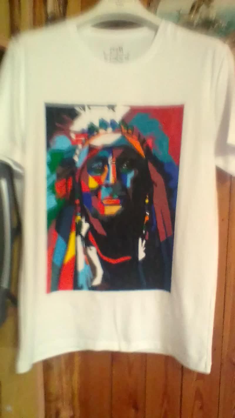Рисунок на футболке ручная работа.