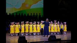 Младшие хоры ансамбля Локтева– «Солнышко и «Зернышки».