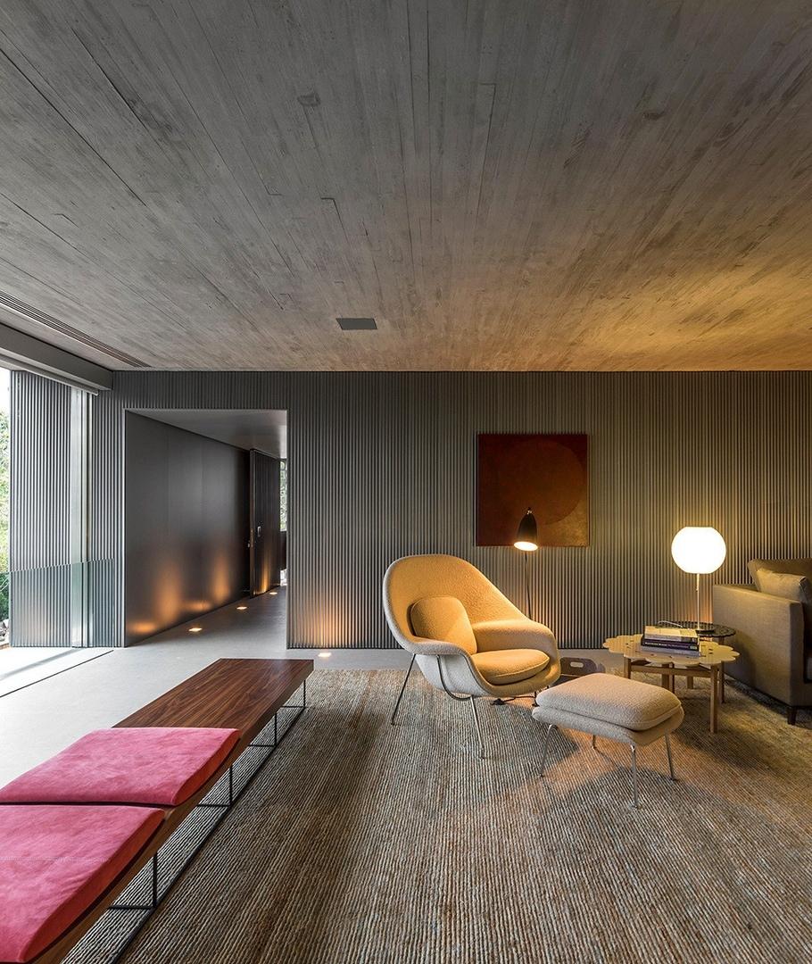 Бетонный дом Casa B B в бразильском городе Сан-Пауло по проекту Studio MK27 совместно с Galeria Arquitetos.